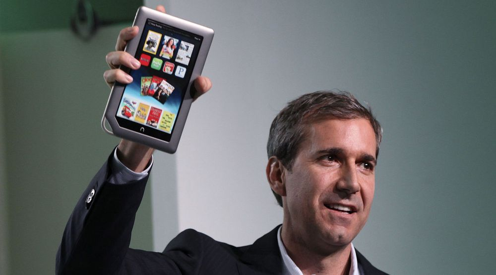 William Lynch, toppsjef i Barnes & Nobles, lanserte denne uken et nytt nettbrett. Nå krangler selskapet med Microsoft.