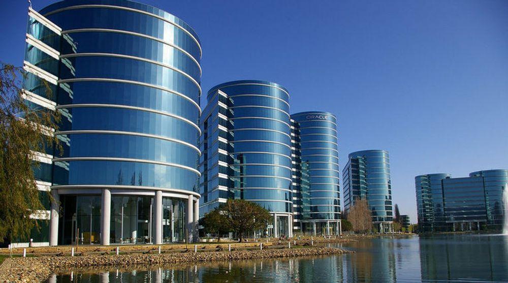 Betyr nettskyens vekst at himmelen over Oracles hovedkvarter ikke lenger kan ventes å være like skyfri som da dette bildet ble tatt?