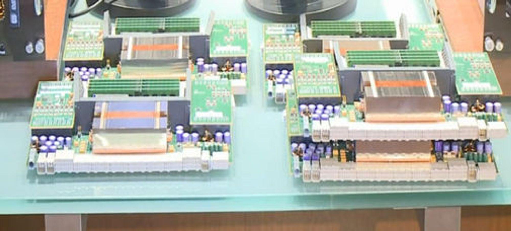 AMD Istanbul og Shanghai-prosessorer med datterkort. Istanbul til venstre.
