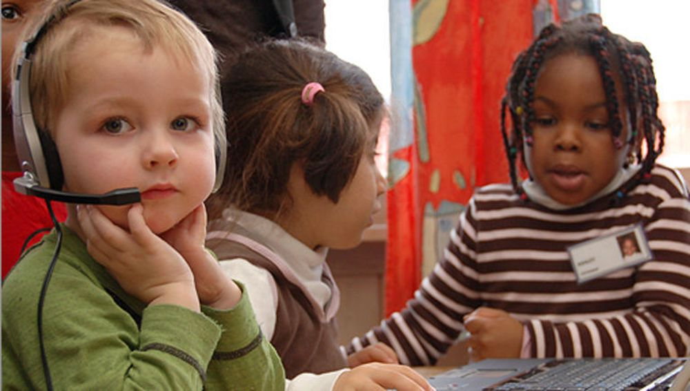 Barn ved Linjen barnehage på Alna i Oslo. Foto: Helge Kvandal,FAD