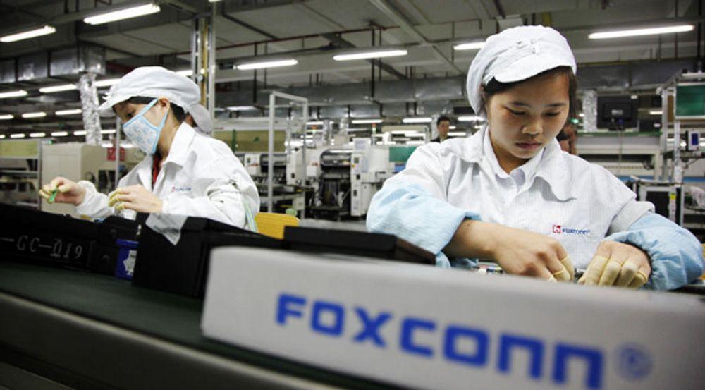 Arbeidere ved en Foxconn-fabrikk i i Shenzhen i Kina. Anlegget blir også kalt Foxconn city på grunn av dets enorme størrelse.