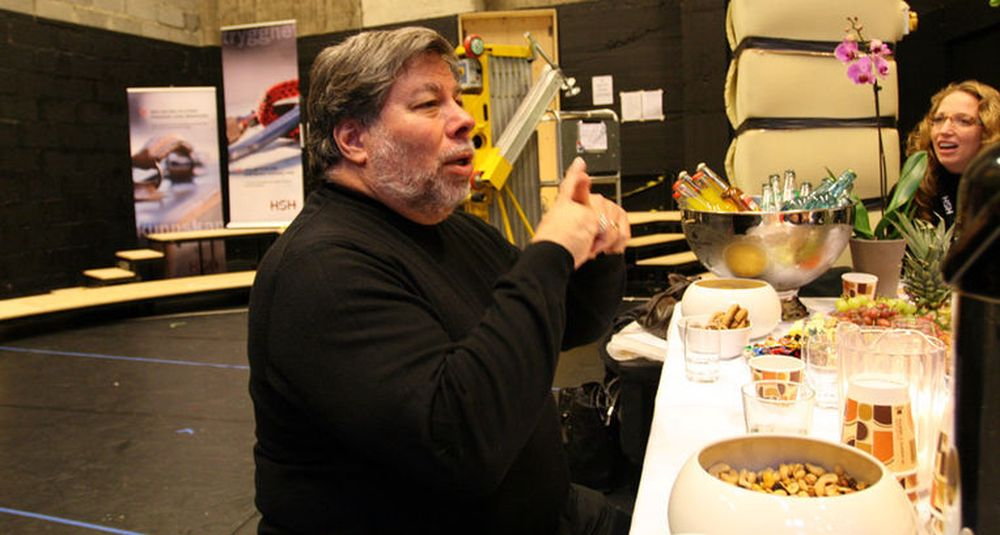 Steve Wozniak omtales som hjernen bak Apple, og krediteres som oppfinneren av Apple I og II. Sistnevnte regnes som den første populære personlige datamaskinen.