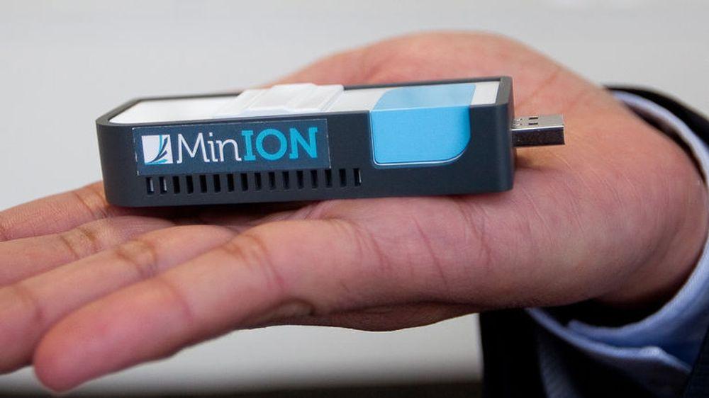 Utfører DNA-analyse med liten USB-dings