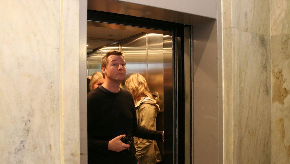 Pressetalsmann Geir Harald Aase i Fast ga en kort kommentar til digi.no før han tok heisen opp i selskapets lokaler.