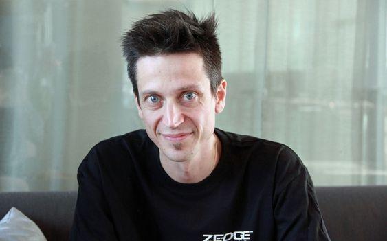 Stig Bakken er teknisk sjef i Zedge. Han ble engasjert i PHP-prosjektet i 1996 og skrev blant annet Oracle-støtten som ble inkludert i PHP 2.0. Det var også Bakken som etablerte PEAR.