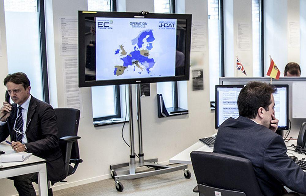 NYE PÅGRIPELSER: Bildet er fra den europeiske kyberpolitisentralen European Cybercrime Centre (EC3) i Haag. Spesialenheten under Europol  ble etablert i 2013 for å bekjempe alvorlig datakrim.