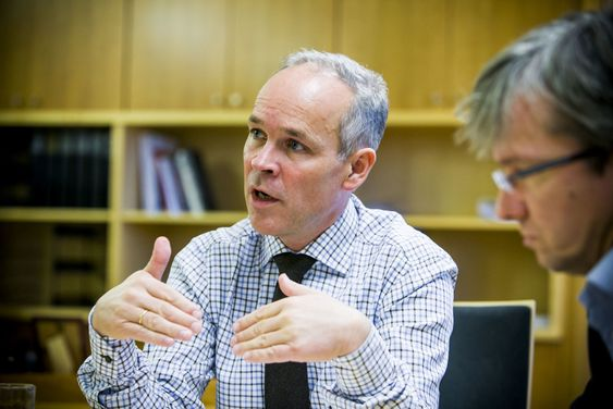 Jan Tore Sanner og Paul Chaffey varsler en gjennomgang av arbeidsprosesser i offentlig sektor. Hensikten er å ta kverken på tidstyvene.