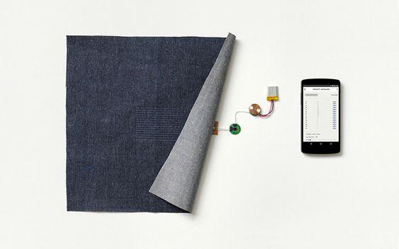 Den strømledende og berøringsfølsomme trådene i tekstilmaterialet kan brukes til å kontrollere for eksempel en smartmobil via elektronikk innebygd i for eksempel en knapp.