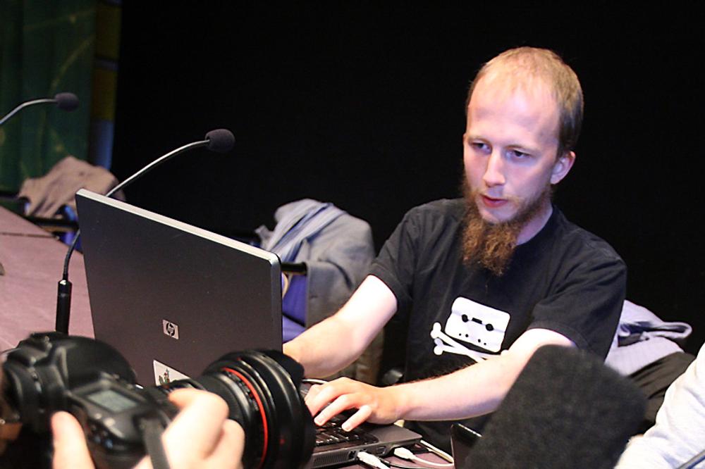 Gottfrid Svartholm Warg er i en ankesak dømt til tre og et halvt års fengsel for datahacking i Danmark. Bildet er fra en eldre pressekonferanse i 2009.