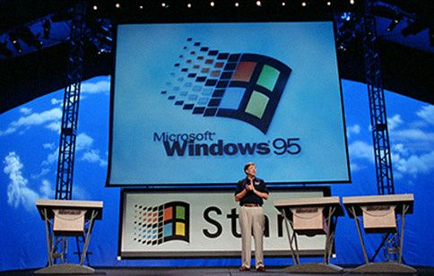 Bill Gates lanserer Windows 95 den 24. august 1995