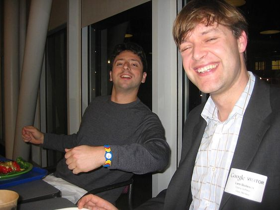 Sergey Brin og Lars Boilesen i 2005. Brin med Lego-klokke.