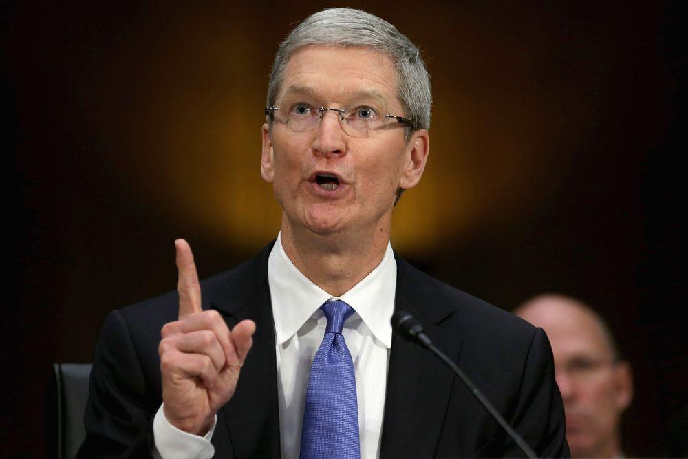 Apple-sjef Tim Cook nekter å følge pålegget om å hjelpe FBI med å bryte seg inn på en iPhone.