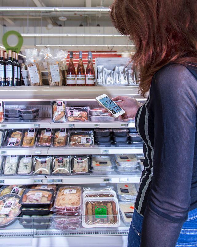Ved hjelp av et LED-basert lyssystem og en smartmobil-app kan kunder finne tilbudsvarer i ved en Carrefour-butikk i franske Lille.