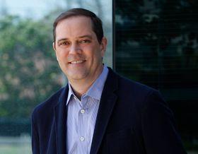 Chuck Robbins overtar som konsernsjef i Cisco.