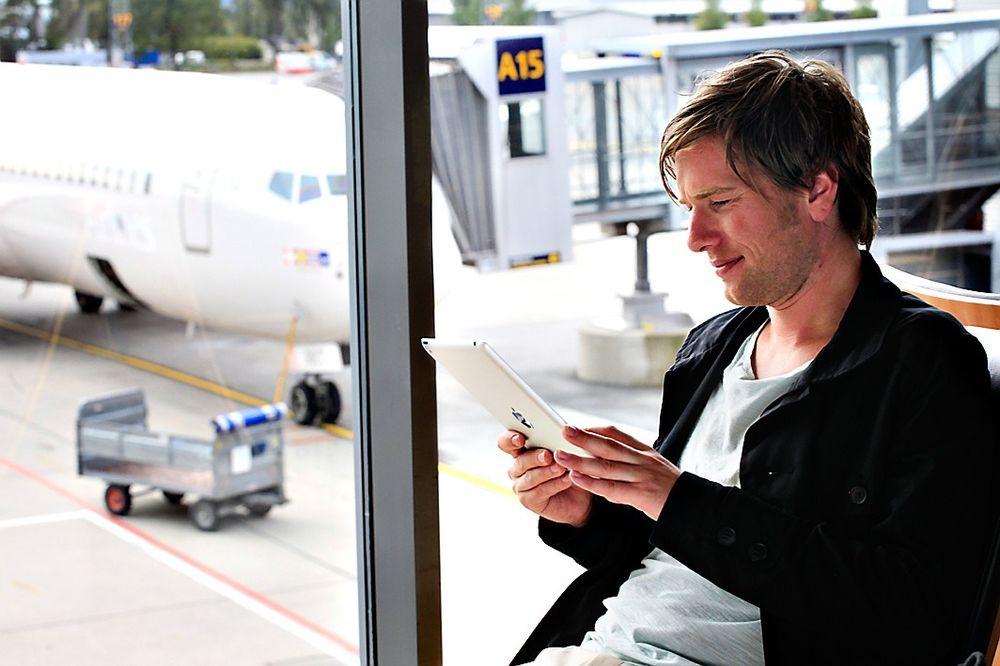 Med flere stikkontakter tilgjengelig, har det blitt enklere få ladet den mobile enheten ved Oslo Lufthavn.