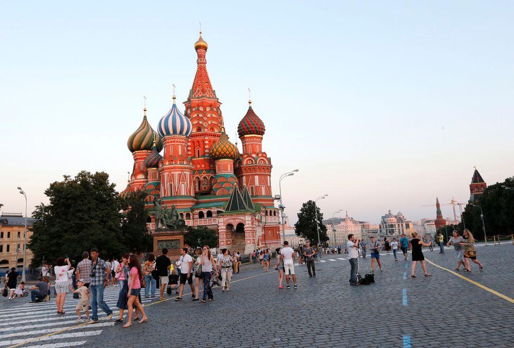 VEKK FRA ANDROID OG IOS: Russland utvikler sitt eget alternativ, basert på finske Sailfish. Bildet viser den vakre Vasilij-katedralen i Moskva, midt mellom Den røde plass og Kreml, som er et av de meste kjente landemerkene i Russland.