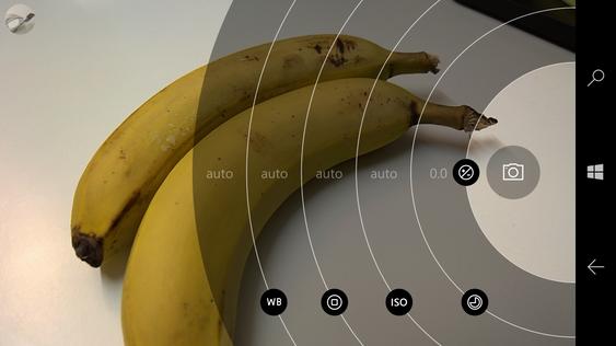 Kamera-appen lar deg justere en del av innstillingene manuelt.