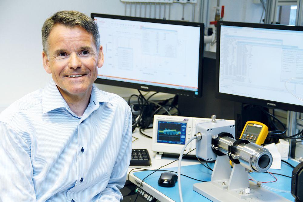 Ketil Gorm Paulsen, adm.direktør Neo Monitors, foran prototypen på en ny gassmåler.