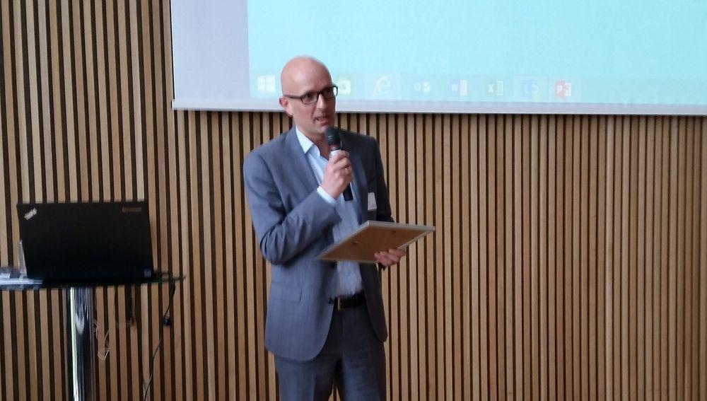 Arstein Wee takker for Bragd pris tildelt på NFOGMs årsmøte 2015