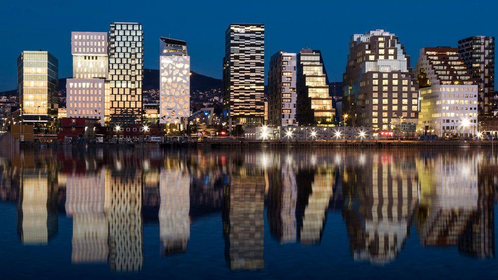 Oslo, her Barcode i Bjørvika, gir ikke inntrykk av en by som er opptatt av å spare energi. Men for et bysamfunn er energisparing mer enn summen av sparing i enkeltbygg. Også kommunen kan gjøre mye – om det prioriteres.