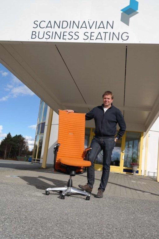 Stein Are Kvikne er Vice President Production Development i Scandinavian Business Seating på Røros. HÅG-stolen H09 Excellence er en av mange populære modeller.