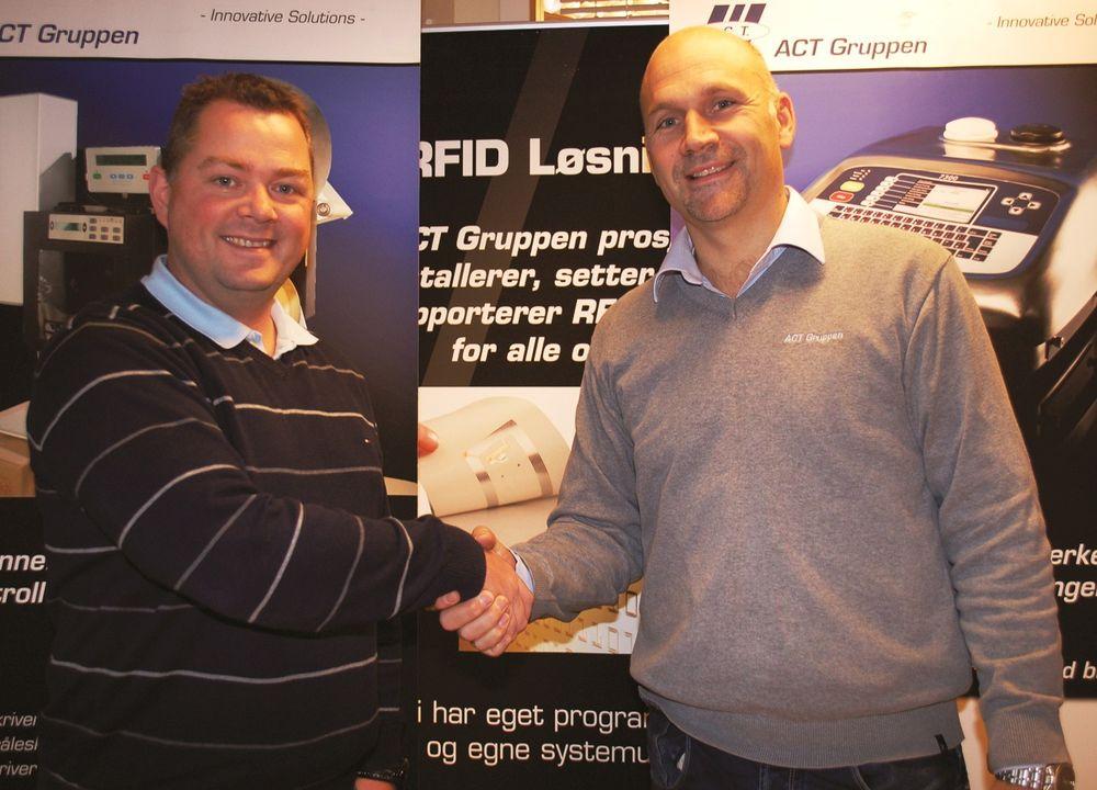 Daglig leder Morten Mathiesen (til høyre) i ACT Logimark har ansett Jan Aage Nyborg selger og servicetekniker i Trondheim.