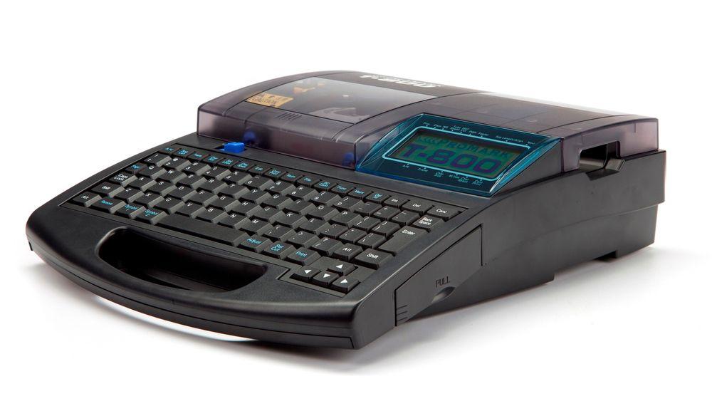 Kjapp og portabel merkeskriver som settes opp fra pc og kan importere lister fra Excel.