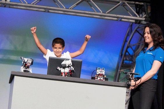 National Instruments gode grep om unge kybernetikere blir ytterligere styrket med lanseringen av kontrollerne MyRIO. Tiåringen David Bocanegra stjal showet da han fortalte om Lego-roboten han bygget under leverandørens brukersamling, NIWeek, i Texas høsten 2013.