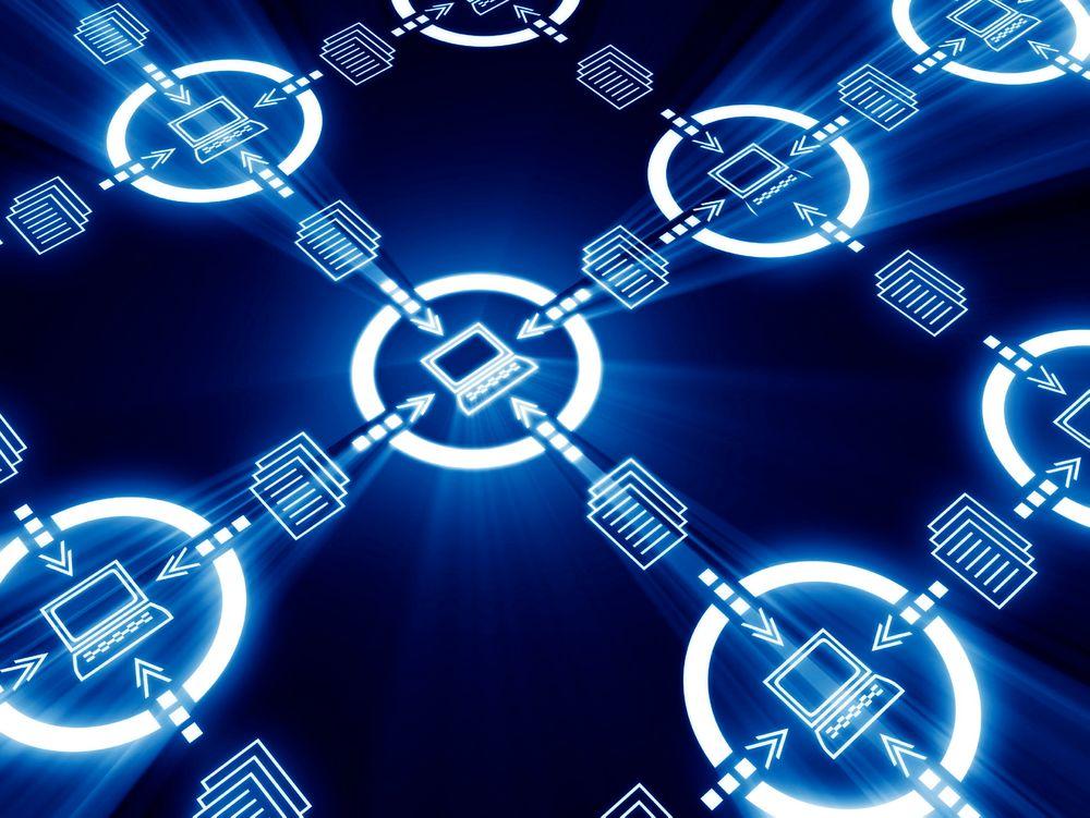 Tidssynkronisering av alle nodene mot UTC (Coordinated Universal Time) kan være en dyd av nødvendighet i juridiske sammenhenger.