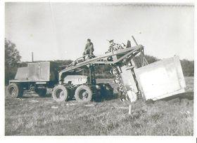 I 1956 bygget Even Duun denne kjedegraveren for grøfting. Mange av komponentene som ble benyttet den gangen er etterlatt krigsmateriell fra tyskerne.