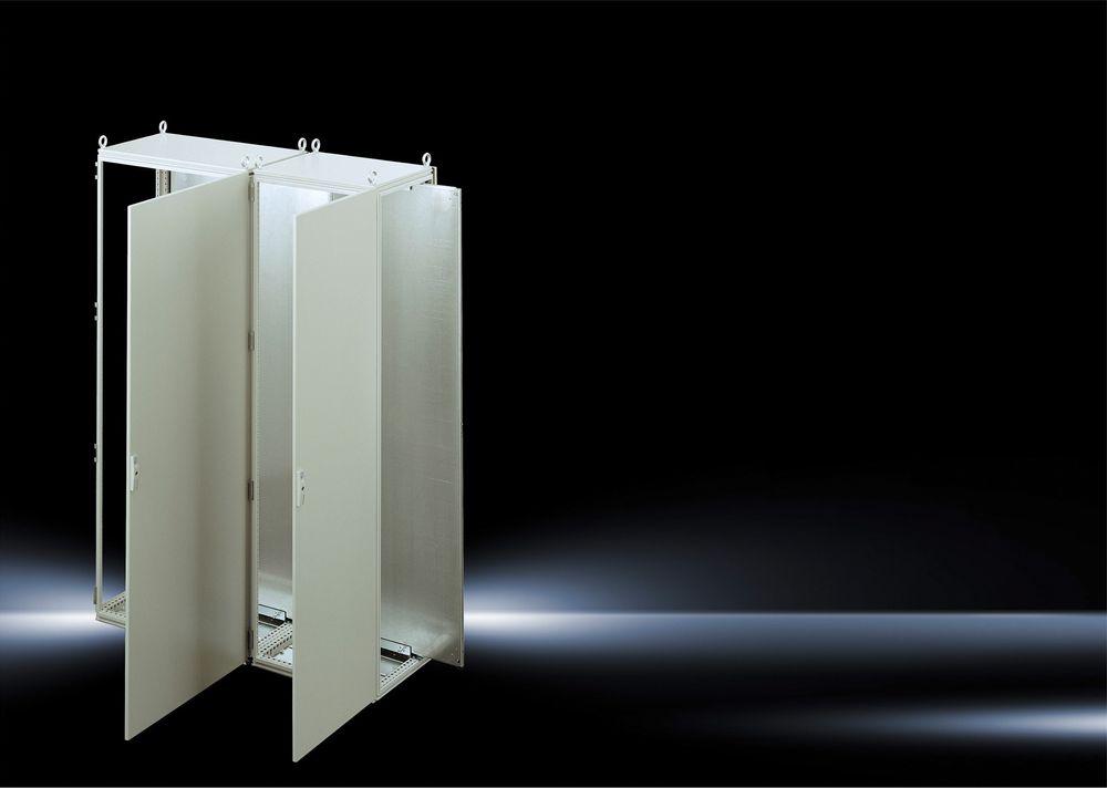 Rittal TS 8 Sideskap: Ved å føre montasjeplaten inn fra siden kan den gjøres 100 mm bredere slik at hele plassen kan brukes til utstyr.