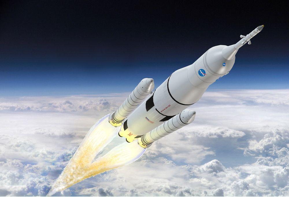 Det blir automatisert friksjonssveis når drivstofftankene til den enorme raketten på 117 meter.