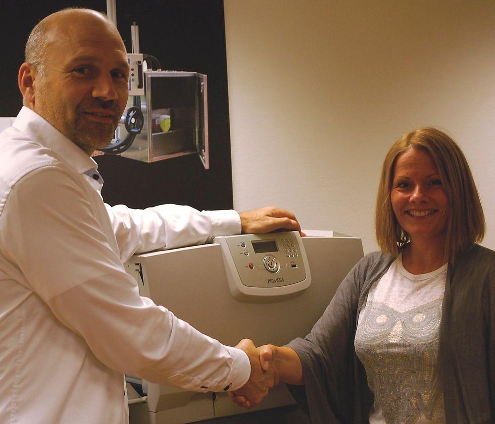 Daglig leder Morten Mathiesen hos ACT Logimark ønsker Anne Tove Håveødegård velkommen.