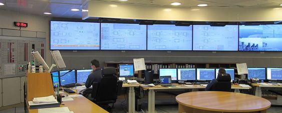 Operatørene har tilgang til rundt 70 000 signaler fra kontrollrommet.