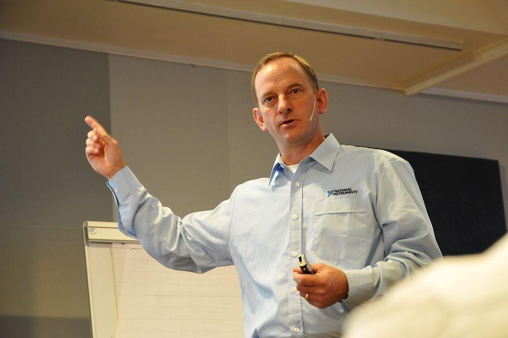 National Instruments byr på miniseminarer i grafisk datalogging og analyse utover høsten, her representert ved Ray Almgren.