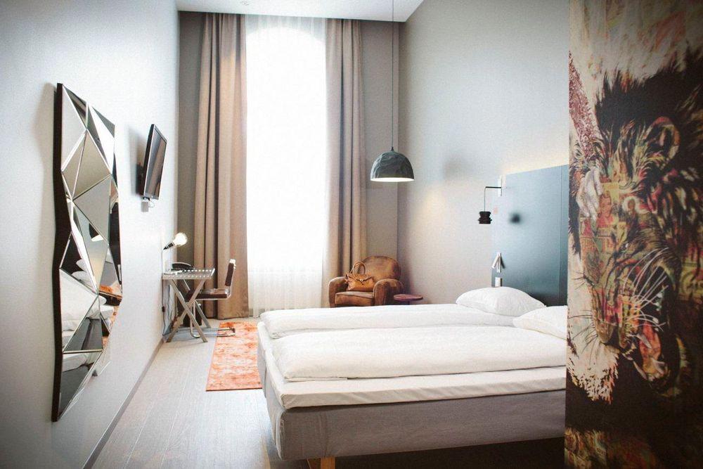 Hotellets bookingsystem sørger for minimum energiforbruk fram til gjesten nærmer seg innsjekking.