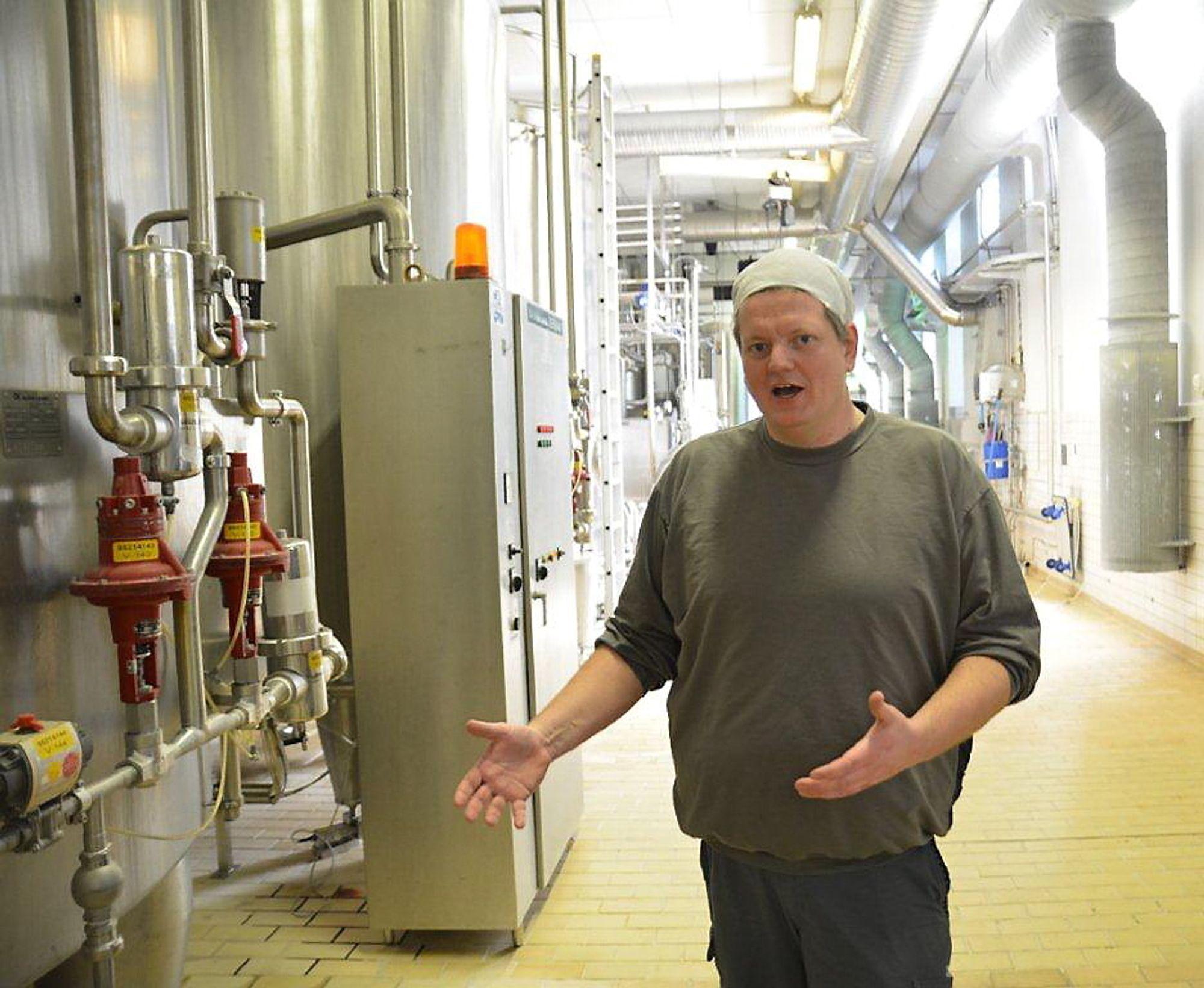 Her vil Knut-Arne gjerne samle alle operatørene i et sentralt kontrollrom for å utnytte kompetansen på en bedre måte.