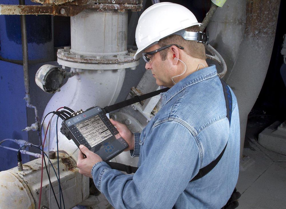 Firekanals vibrasjonsanalysator med trådløs kommunikasjon for rask overføring av måledata.