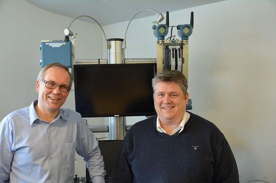 Salgsdirektør for sikkerhets- og automatiseringssystemer, Knut Glenna (t.v.), og kollega Petter Skaraas, salgsdirektør for instrumentering, er godt fornøyd med gjennombruddet i Nordsjøen.