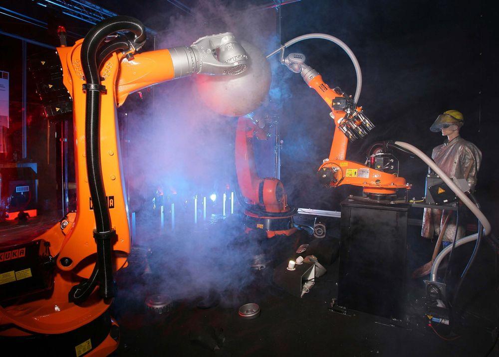 Det er smart å spille på lag med fagpersonell som sveisere for å få robotene til å gjøre en god jobb.