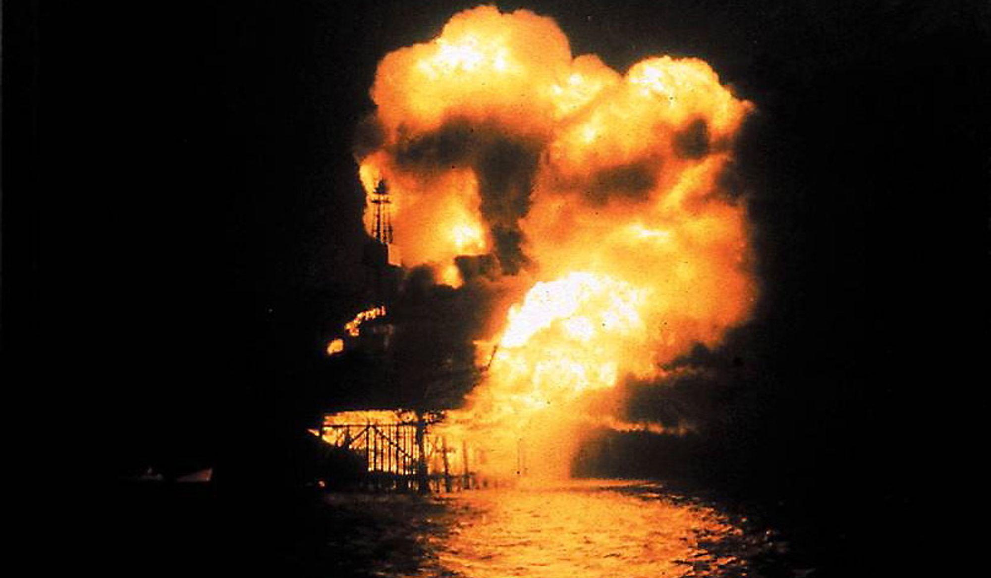 Eksplosjonsbeskyttelse må tas på alvor, her fra Piper Alpha ulykken på britisk sektor i Nordsjøen.