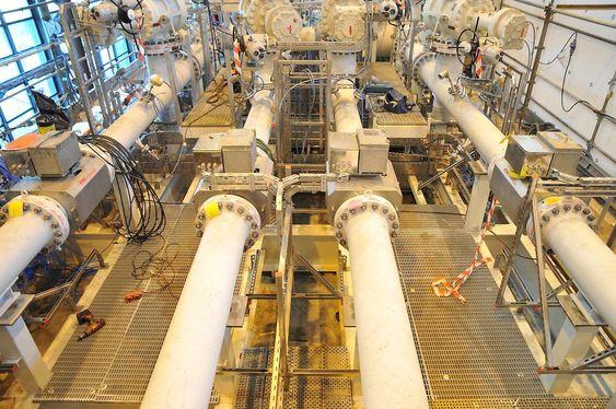 Eni Norges Goliat kjører (FMC) seksstrålers ultralydmålere for oljeeksporten, her fra bygging av målestasjonen tidligere i år.