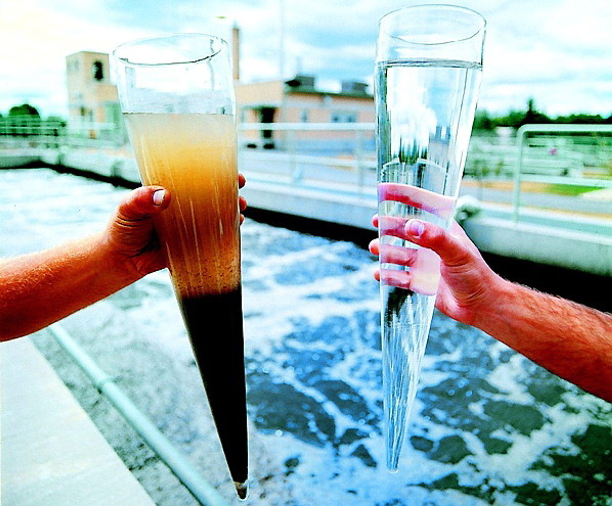 Måling av turbiditet er et uttrykk for partikkelkonsentrasjonen i en væske. Rent vann (til høyre) har lavest turbiditet (Ill. Siemens).