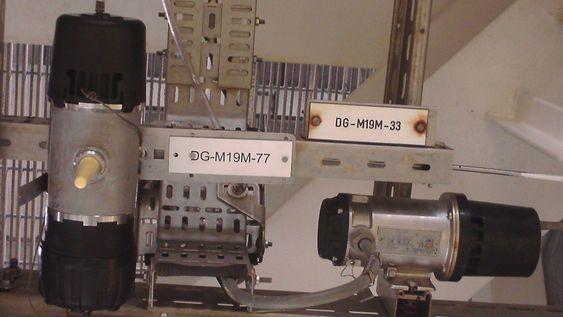 De trådløse gassdetektorene testes mot trådbundne varianter, nykommeren stiller med gul antennepisk.