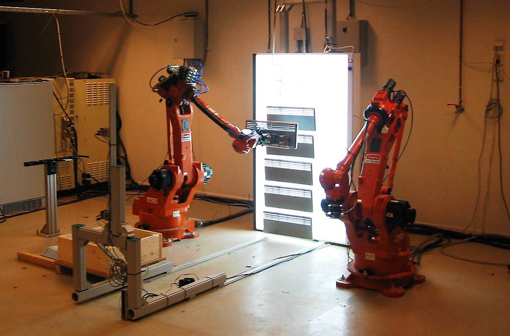 Robotsyn kan være løsningen for superfleksibel produksjon, som her hos Sintef, og vilkårlig kasseplukking (random bin-picking).