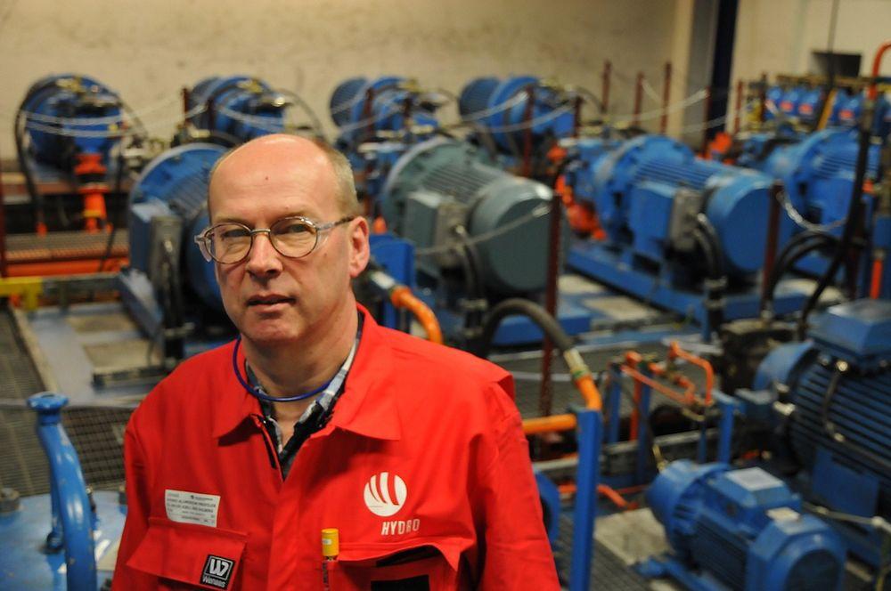 Elektrosjef Kjell Åge Gulberg har laget et energistyringssystem som sparer 400 000 kroner i energikostnader årlig.