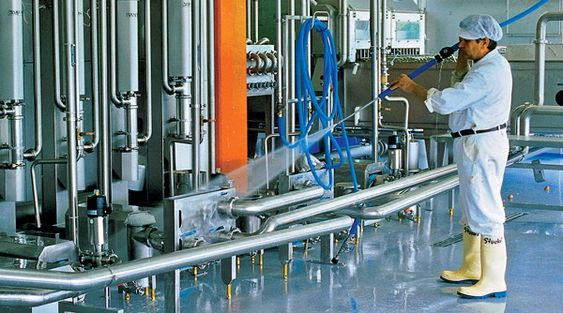 Fuktige forhold i hygienisk industri, som også setter utstyret på prøve.