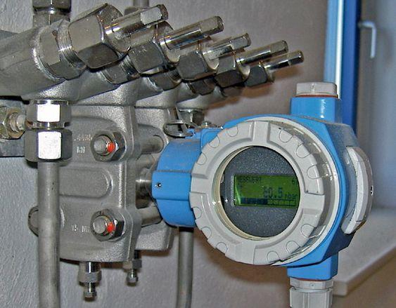 Eksempel på diff.trykk transmitter med 5 ventils manifold
