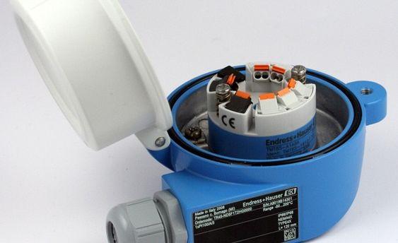 Stadig flere temperaturtransmittere tilbys med klipstilkopling som sørger for god konstant selv ved vibrasjoner. Kanskje på tide å pensjonere skrutilkoplingen?