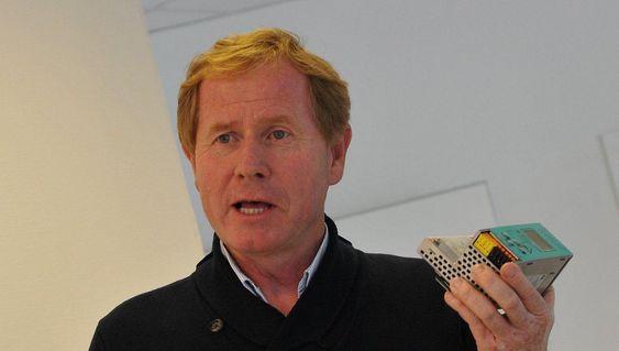 Salgssjef Agnar Sæland oppfordrer designere av maskinstyring til å vurdere ultralydsensorer der fotoceller har vært regjerende.